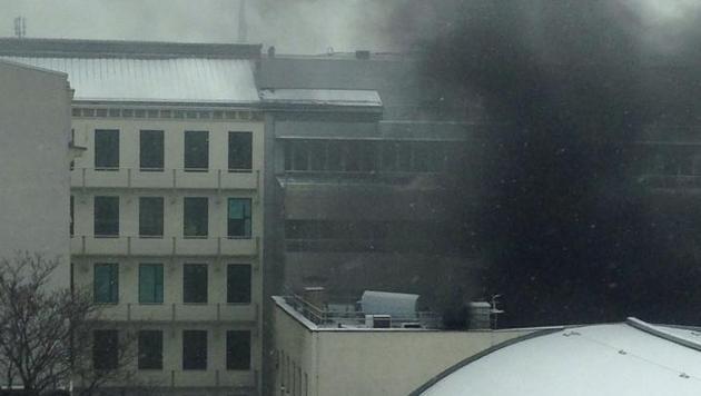 Brand an der TU Wien: Gebäude evakuiert (Bild: Denise U.)