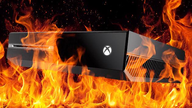 Mann rettete seine Xbox aus brennendem Haus (Bild: Microsoft, thinkstockphotos.de, krone.at-Grafik)