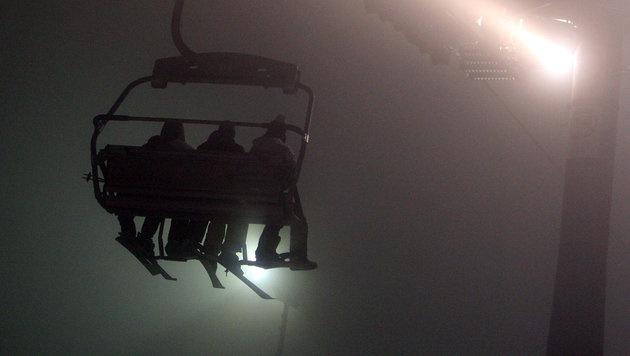 Tirol: Mädchen überlebt 10-Meter-Sturz von Skilift (Bild: dpa/Karl-Josef Hildenbrand (Symbolbild))