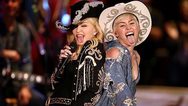 Skandalträchtig! Miley und Madonna wagen ein Duett (Bild: AP)