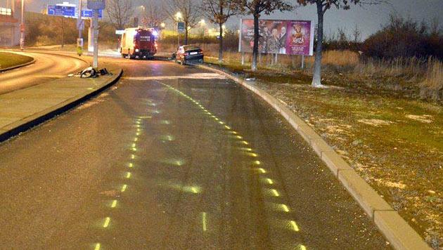 Mit Auto gegen Lichtmast geprallt - zwei Verletzte (Bild: Polizei)