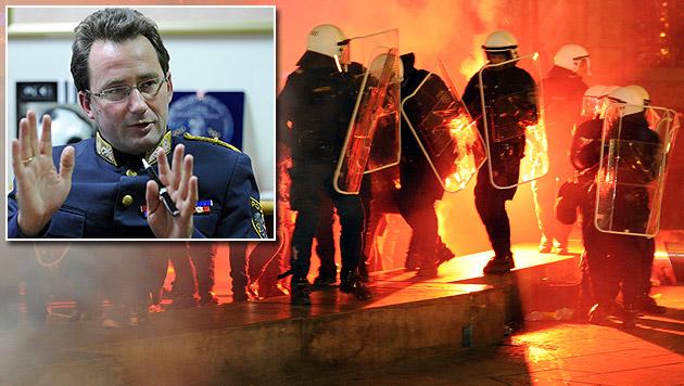 Polizei will bei Gewalt-Demos härter durchgreifen (Bild: APA/HERBERT P. OCZERET, APA/ROLAND SCHLAGER)