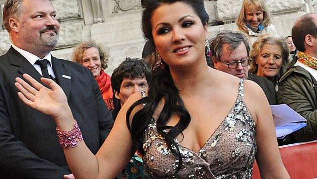 Anna Netrebko: Verliebt, verlobt, nicht schwanger (Bild: EPA)