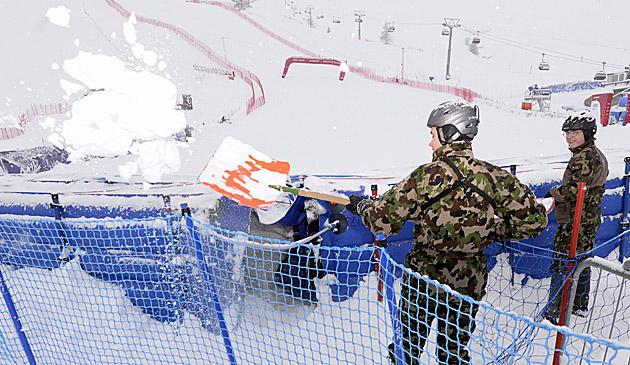 St.-Moritz-Abfahrt für Olympia-Generalprobe bereit (Bild: APA/EPA/URS FLUEELER)