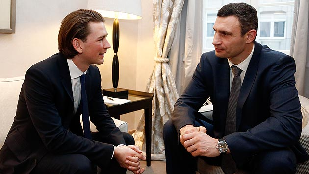 "Kurz traf ""sehr emotionalen"" Klitschko (Bild: APA/DRAGAN TATIC)"