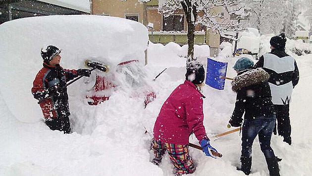 Schneemassen halten Österreichs Süden in Atem (Bild: APA/SILVIA KREINER)