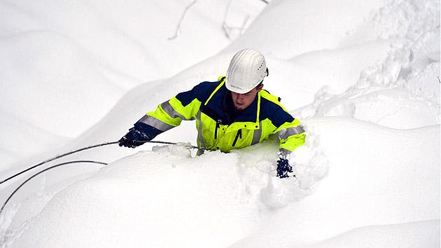 Glatteis hält Osten Österreichs im eisigen Griff (Bild: APA/Hermann Sobe)