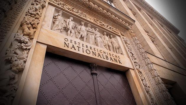 RH: 87.800 Euro Pension für die Nationalbanker (Bild: APA/Roland Schlager, krone.at-Grafik)