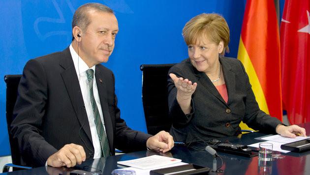 Erdogan, Merkel (Bild: APA/dpa/Tim Brakemeier)