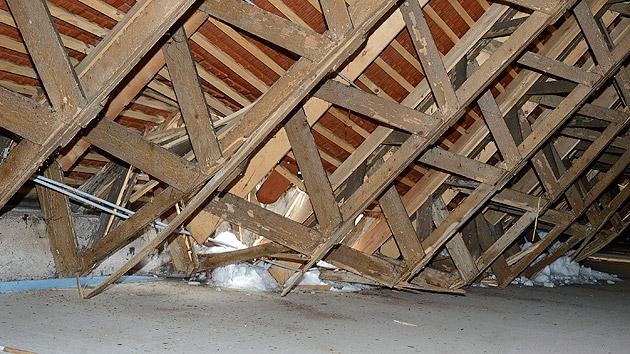Schaden am Dach: Volksschule in Kärnten evakuiert (Bild: APA/RIE-PRESS/ADALBERT RIEDER)
