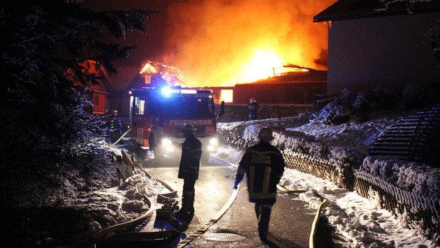 Tischlerei im steirischen Murtal brannte nieder (Bild: APA/BFVJU/HAGEN ROTH)