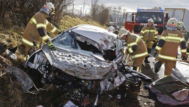 Autolenker bei Frontalkollision schwer verletzt (Bild: MARKUS TSCHEPP)