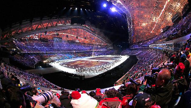 Olympische Spiele in Sotschi feierlich eröffnet (Bild: OS14 Eröffnung Fahne)