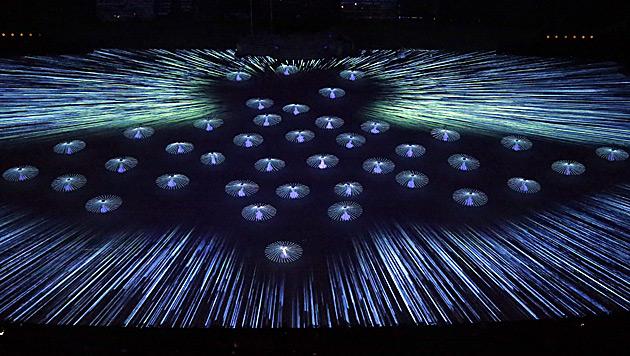 Olympische Spiele in Sotschi feierlich eröffnet (Bild: AP)