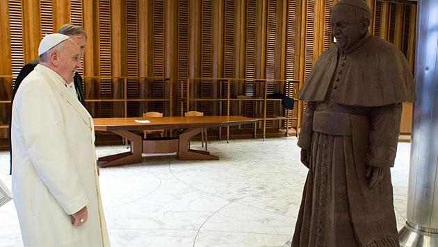 "Papst bekam lebensgroße Schokoladenfigur geschenkt (Bild: L""Osservatore Romano)"