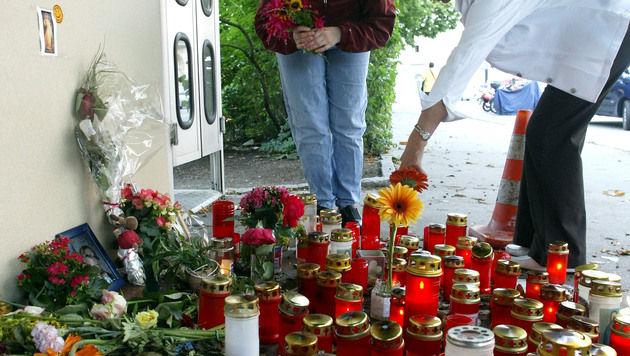 In dieser Telefonzelle in Innsbruck lag die Leiche von Daniela K. (Bild: CHRISTOF BIRBAUMER)