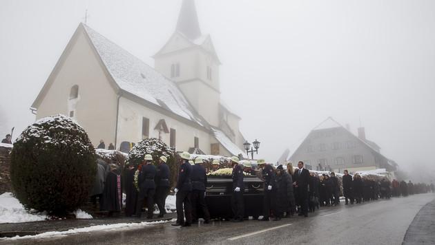Letztes Geleit für Maximilian Schell in Kärnten (Bild: APA/ERWIN SCHERIAU)