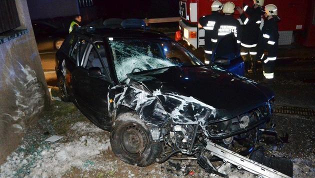 Lenker kommt bei Pkw-Unfall in NÖ ums Leben (Bild: APA/PATRIK LECHNER/EINSATZDOKU.AT)