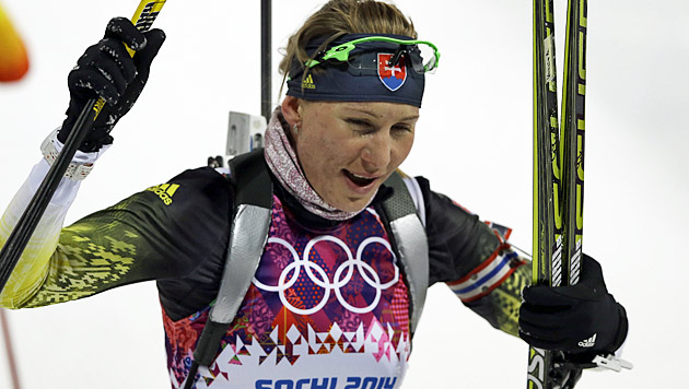 Slowakin Kuzmina sprintet im Biathlon zu Gold (Bild: AP)
