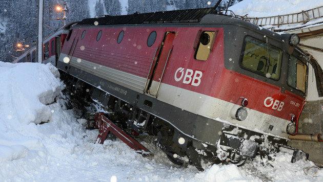 """""""Geisterloks"""" rammen Zug am Brenner: 3 Verletzte (Bild: ZEITUNGSFOTO.AT/LIEBL DANIEL)"""