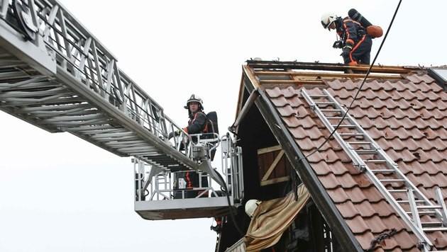 Sbg: Nachbar rettet 90-Jährige aus brennendem Haus (Bild: MARKUS TSCHEPP)
