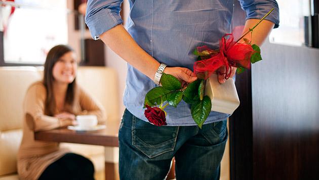 Valentinstag: Welches Motiv steckt hinter Präsent? (Bild: thinkstockphotos.de)