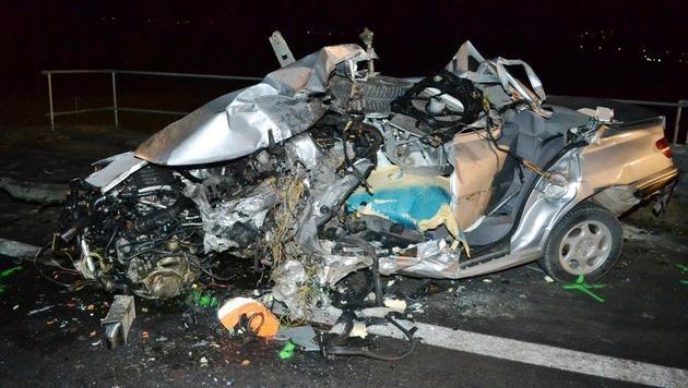 Autolenker (51) prallt auf S6 gegen Lkw - tot (Bild: Einsatzdoku.at)