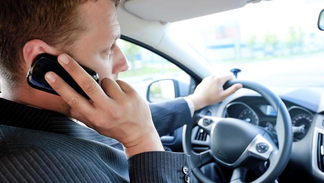 Mann blockierte Handyempfang anderer Autofahrer (Bild: thinkstockphotos.de (Symbolbild))