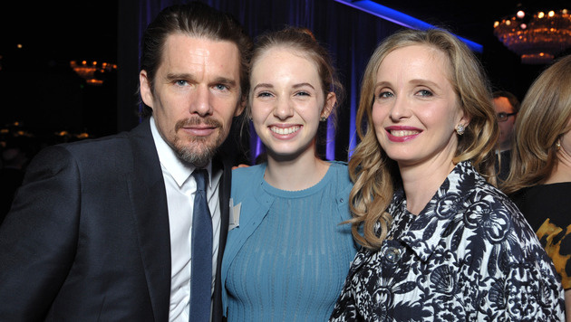 Ethan Hawke mit Tochter Maya und Julie Delpy (Bild: John Shearer/Invision/AP)