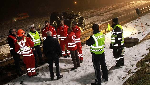 Stmk: Zug rammt Auto - vier Tote (Bild: Josef Fürbass)