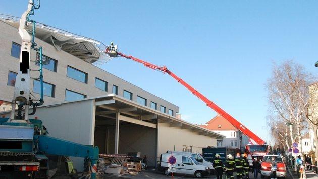 Heli-Landeplatz des Landesklinikums eingestürzt (Bild: Pressestelle BFK Mödling)