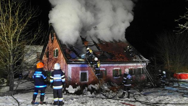 Brand zerstört Bauernhaus in der Steiermark (Bild: FF Kumberg)