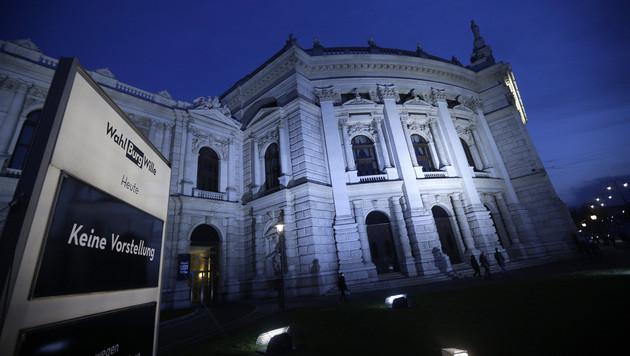 Burg-Ensemble spricht Hartmann Misstrauen aus (Bild: APA/GEORG HOCHMUTH)