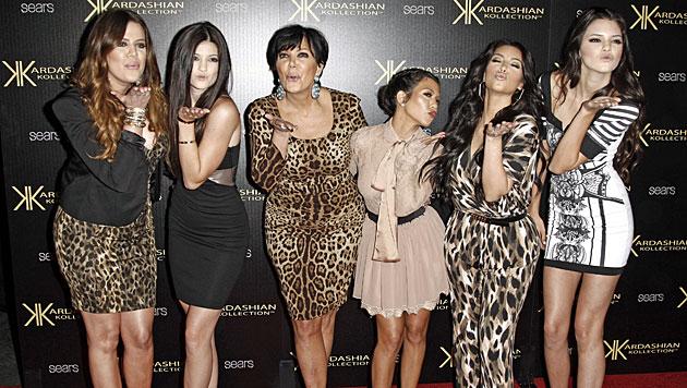 Kardashian-Schwester feiert freizügiges Mode-Debüt (Bild: AP)