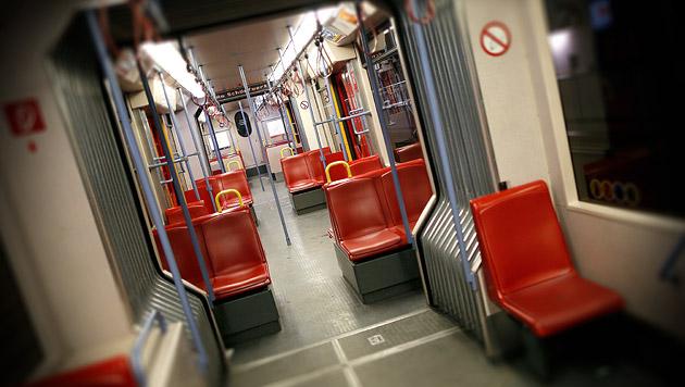 Minus 7 Millionen Fahrgäste bei den Wiener Linien (Bild: APA/GEORG HOCHMUTH, krone.at-Grafik)