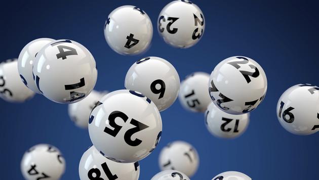 Mann findet alten Lottoschein und wird Milllionär (Bild: thinkstockphotos.de)