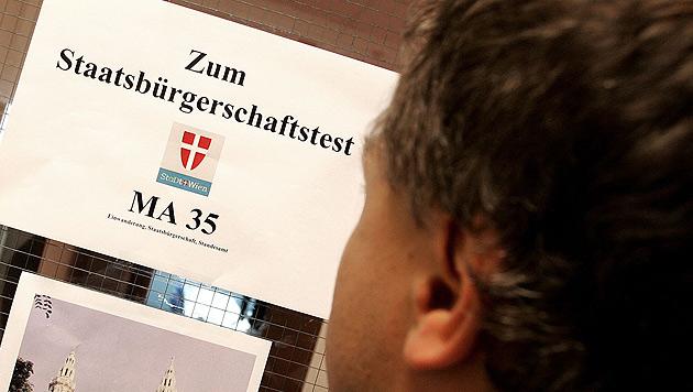 Einwanderungen: Wiener Behörde überlastet (Bild: APA/HELMUT FOHRINGER)
