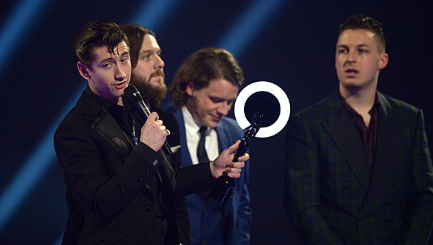 Moss nahm Brit Award für David Bowie entgegen (Bild: Jon Furniss/Invision/AP)