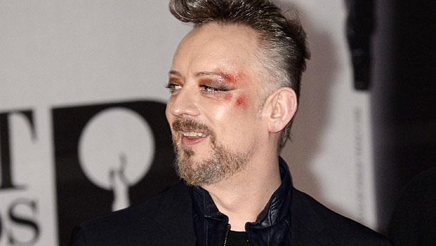 Moss nahm Brit Award für David Bowie entgegen (Bild: APA/EPA/FACUNDO ARRIZABALAGA)