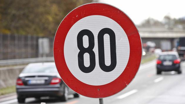 Tempo 80 auf A1 führt zu mehr Unfällen mit Lkws (Bild: MARKUS TSCHEPP (Symbolbild))