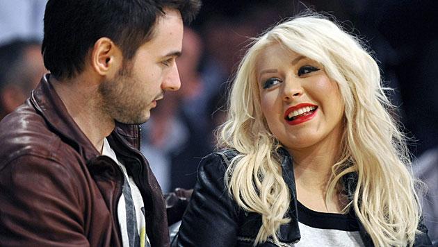 Mit ihrem Verlobten Matt Rutler erwartet Christina Aguilera ihr zweites Kind. (Bild: APA/EPA/PAUL BUCK)