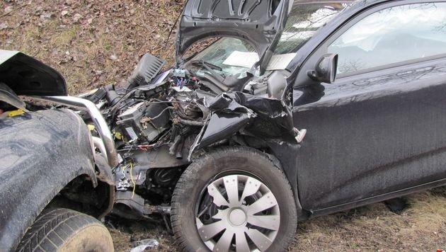 Geländeauto prallt gegen Kleinwagen - 2 Verletzte (Bild: FF Niederrußbach)