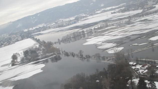 Wassermassen sorgen in Kärnten für Probleme (Bild: Berufsfeuerwehr Klagenfurt)