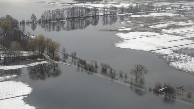 """Hochwasser in Kärnten: """"Gefahr ist nicht gebannt"""" (Bild: Berufsfeuerwehr Klagenfurt)"""