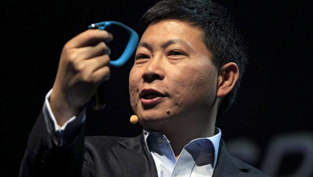 Huawei präsentiert intelligente Uhr für 99 Euro (Bild: APA/EPA/TONI ALBIR)