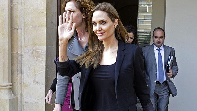Hier stiehlt Vivienne Mama Angelina Jolie die Show (Bild: APA/EPA/WAEL HAMZEH)