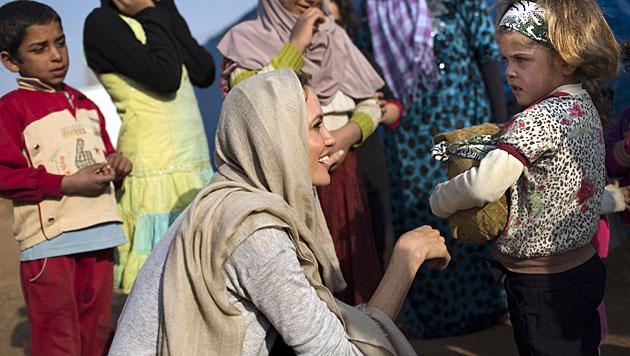 Jolie besuchte syrische Waisenkinder im Libanon (Bild: AP)