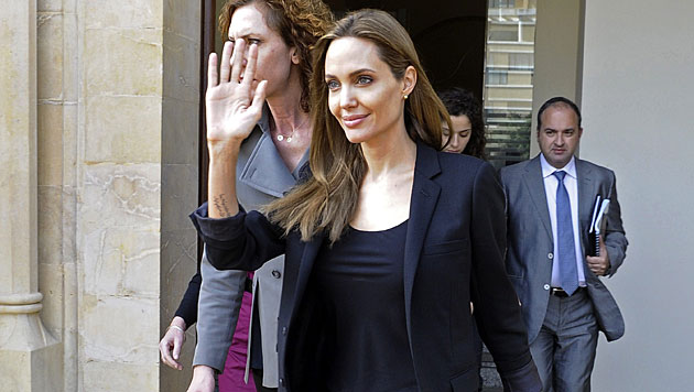 Jolie besuchte syrische Waisenkinder im Libanon (Bild: APA/EPA/WAEL HAMZEH)