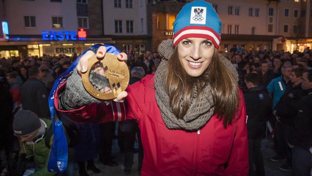 Olympia-Heldin Dujmovits in ihrer Heimat gefeiert (Bild: APA/ERWIN SCHERIAU)