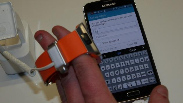 Samsung Gear: Zweiter Versuch mit zwei neuen Uhren (Bild: Dominik Erlinger)